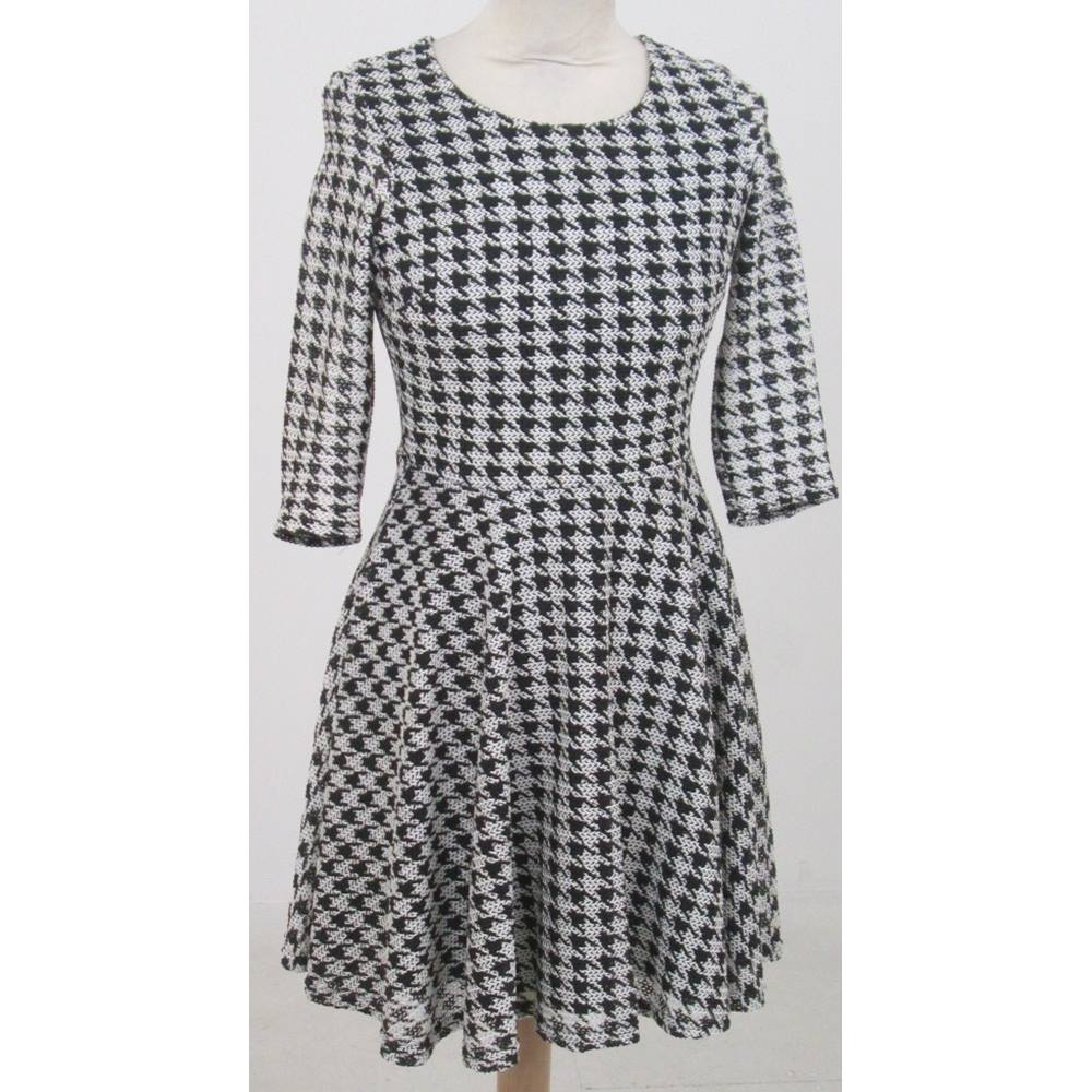 f1a0fd49da51 River Island size 6 black and white woven houndstooth pattern skater dress