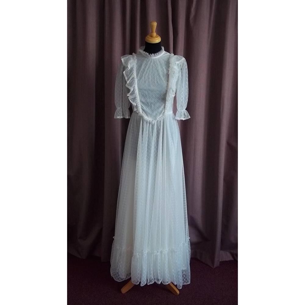 Vintage Wedding Dress Size 8: Vintage, Unbranded White Wedding Dress, Size 8