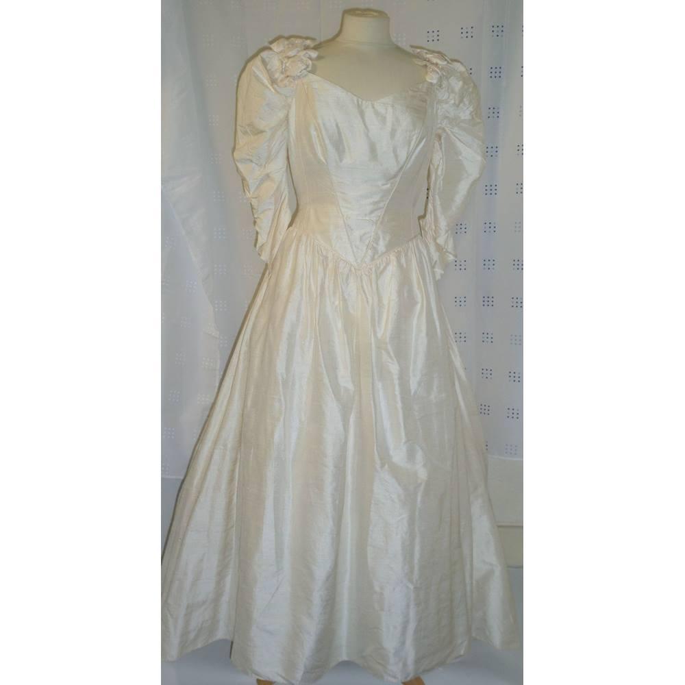VINTAGE CATHERINE RAYNER CHAMPAGNE SILK WEDDING DRESS