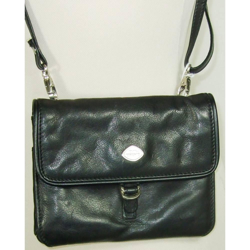 910c4a7e7114 The Trend - Small - Black - Shoulder bag
