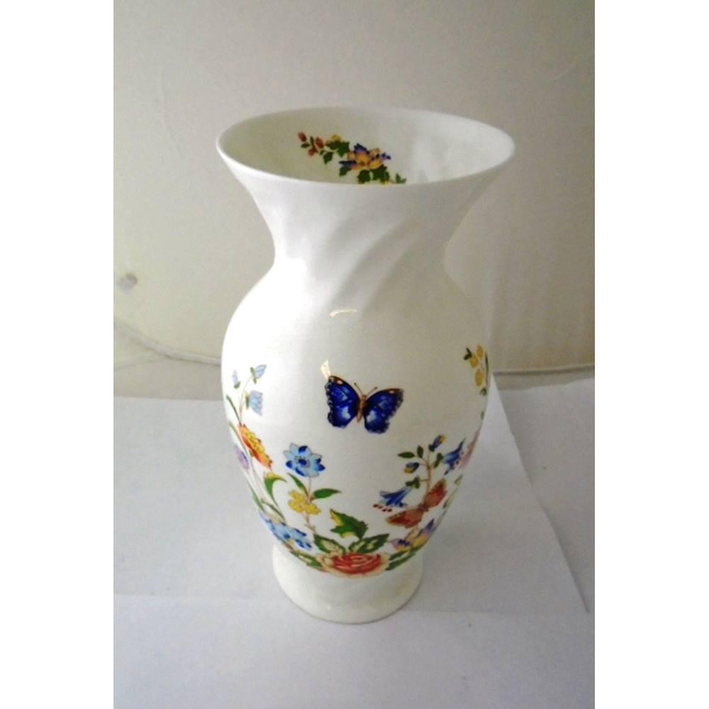 aynsley size medium cottage garden vase oxfam gb oxfam s rh oxfam org uk aynsley cottage garden bud vase aynsley cottage garden bud vase
