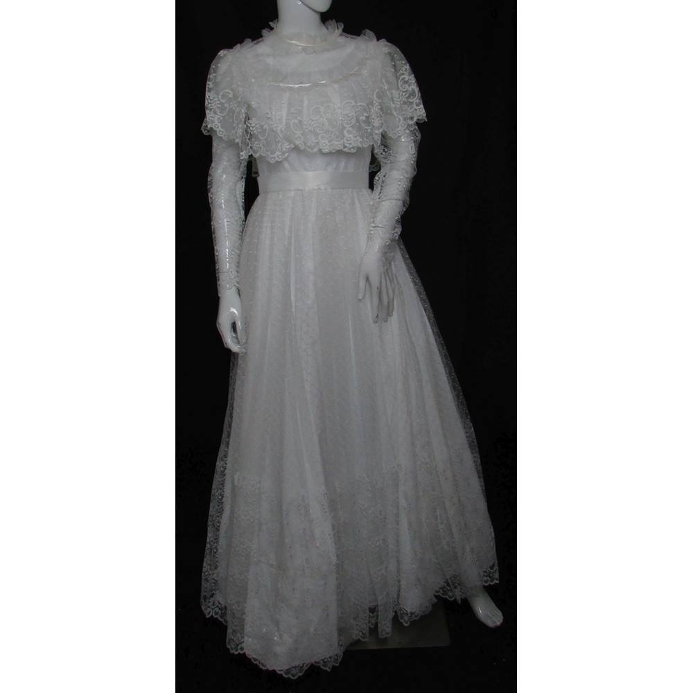 Vintage Unbranded Size 8 White Full Length Lace Wedding Dress
