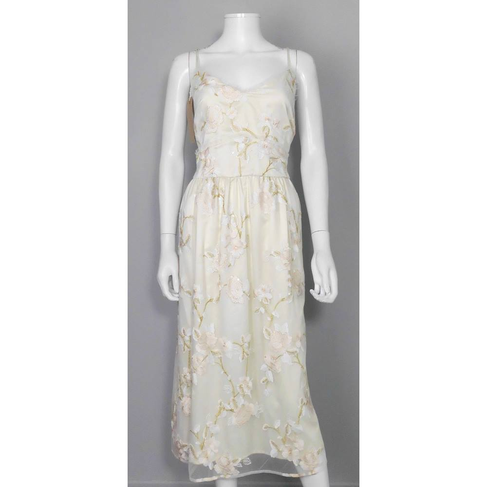 Beautiful m s collection size 20 cream embroidered tea for Oxfam wedding dress shop