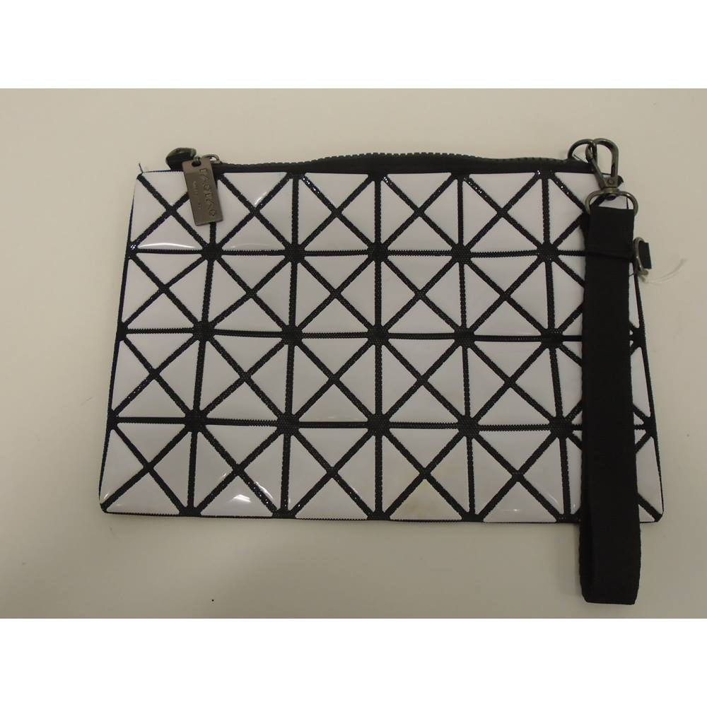 a370cb4a7818 Issey Miyake - Size  One size - White - Clutch bag