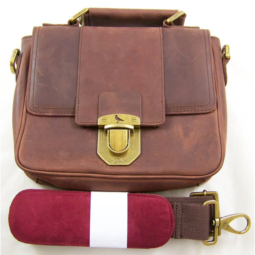 0b43555e6962 Gul - Size  M - Brown Leather Shoulder Bag. Loading zoom