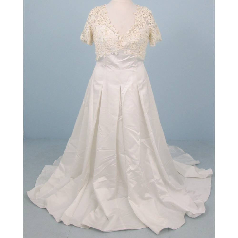 BNWT Romantica Size:XL ivory plus size wedding dress | Oxfam GB ...