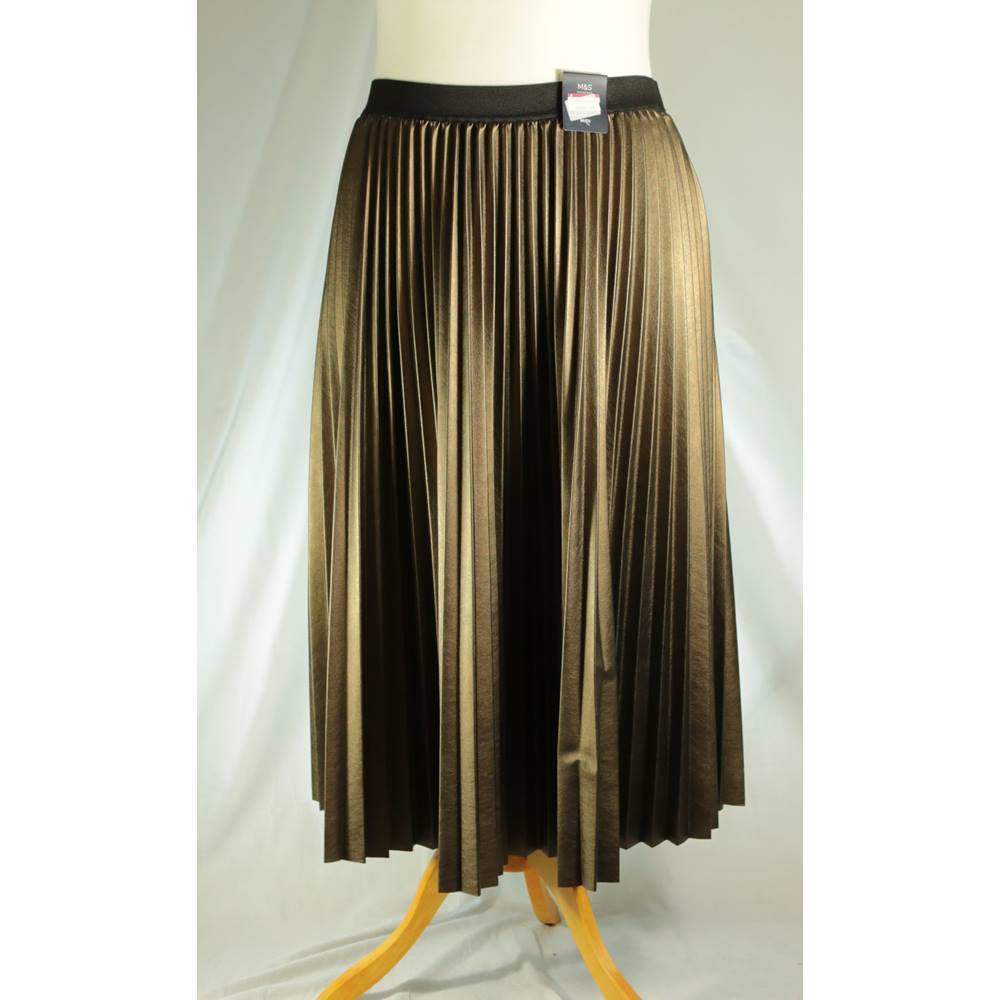 50bf985dccf904 BNWT M&S Marks & Spencer - Size: 22 - Gold - Pleated skirt. Loading zoom