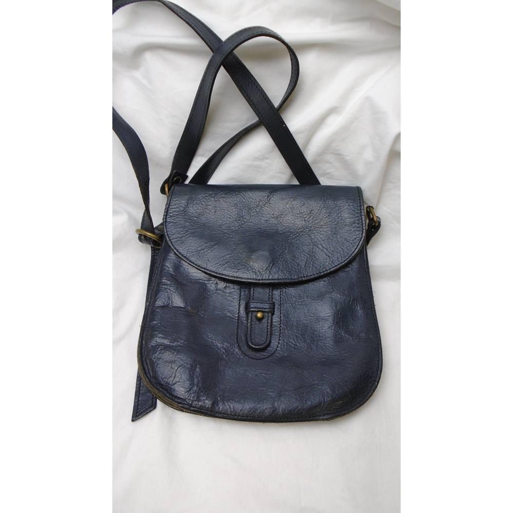 bd39892eb9b22 VINTAGE NAVY LEATHER CROSSBODY BAG Unbranded - Size: S - Blue - Cross body  bag