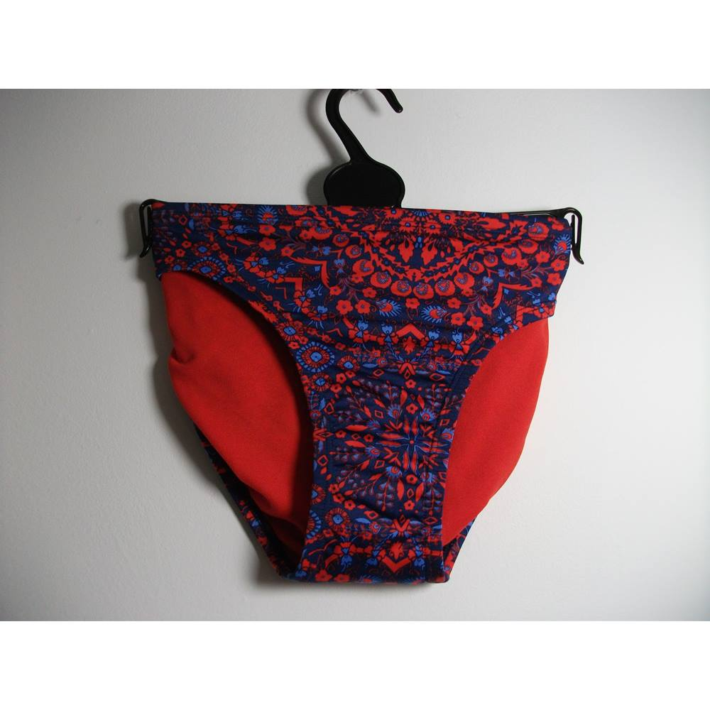 c976735bc8fc9 Oxfam Online Hub Batley Marks   Spencer Red and Blue Patterned Bikini  Bottoms Size 22 Perfect mix and match with a simple plain colour bikini top  Handy to ...