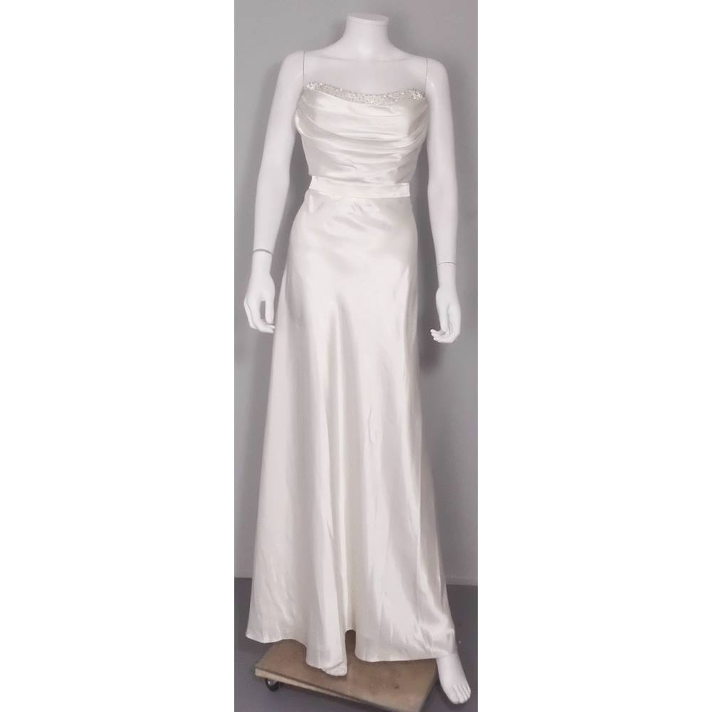 Preview of the first image of JS Boutique at House of Fraser Size 14 Ivory Strapless Wedding Dress.