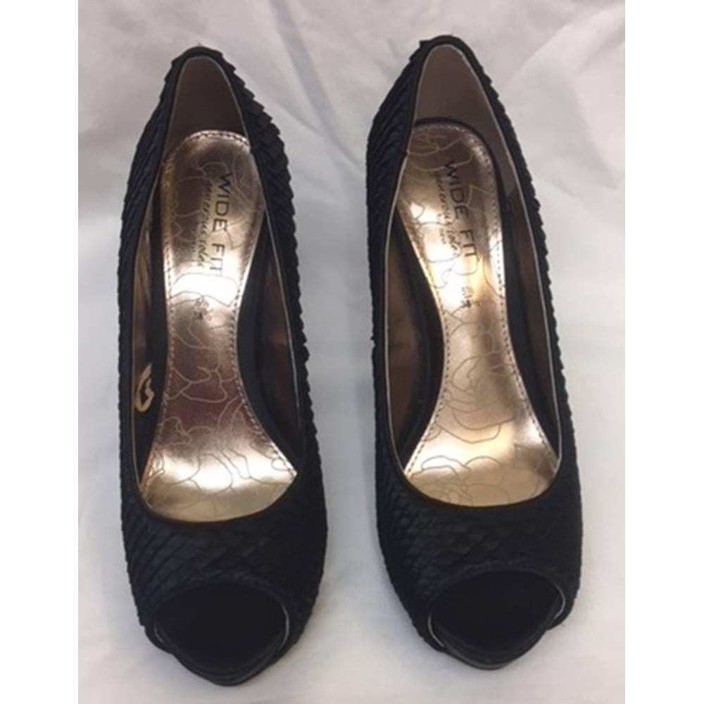 f5f543b9ad Black Satin Peep Toe Court Shoe from New Look, Size 5.5 | Oxfam GB ...