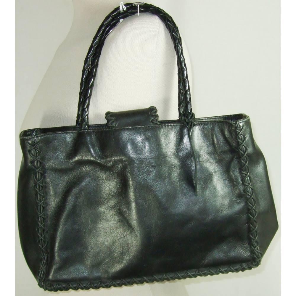 Laura Ashley - Size  Medium - Black Leather - Handbag For Sale in ... 92064f9e3e032