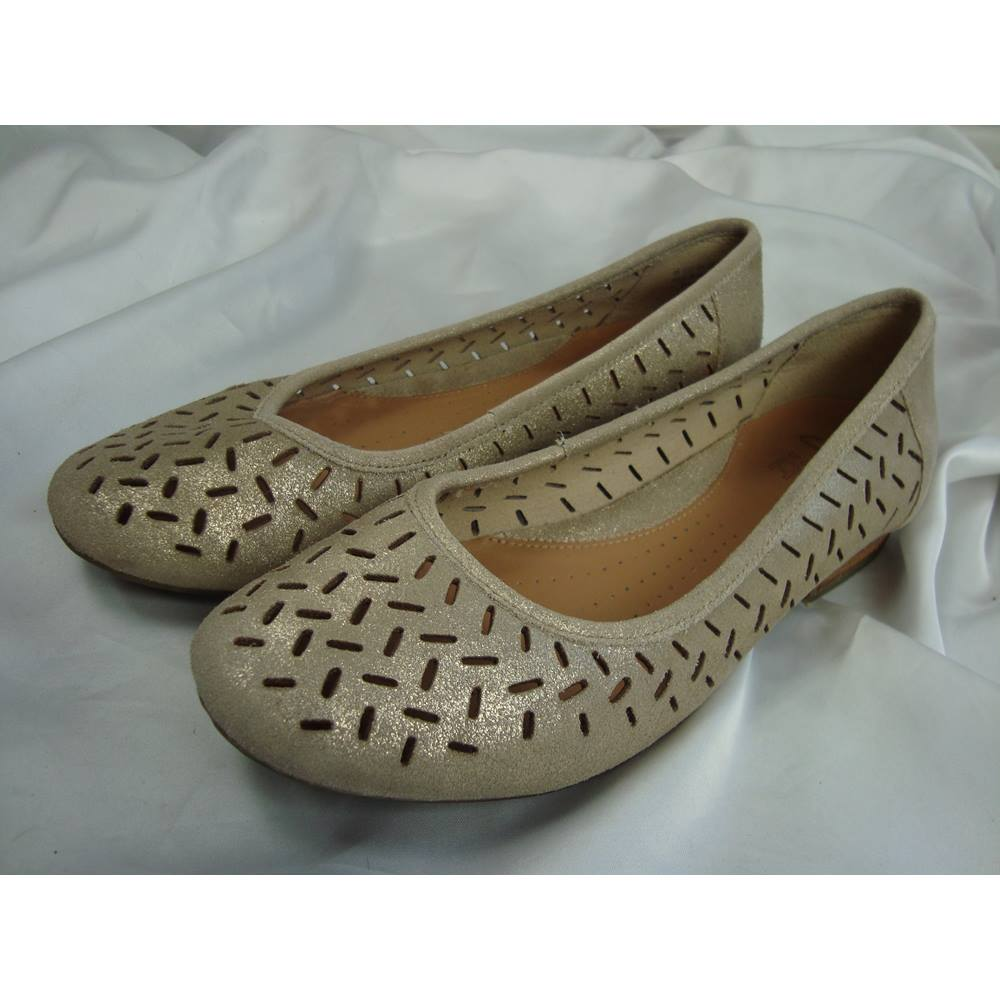 fad17b97585 Clarks Active Air Gold Leather pumps - size 5.5