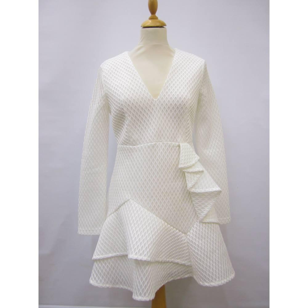 60b82b5f9340 Misguided white skater dress - Size  10 - White