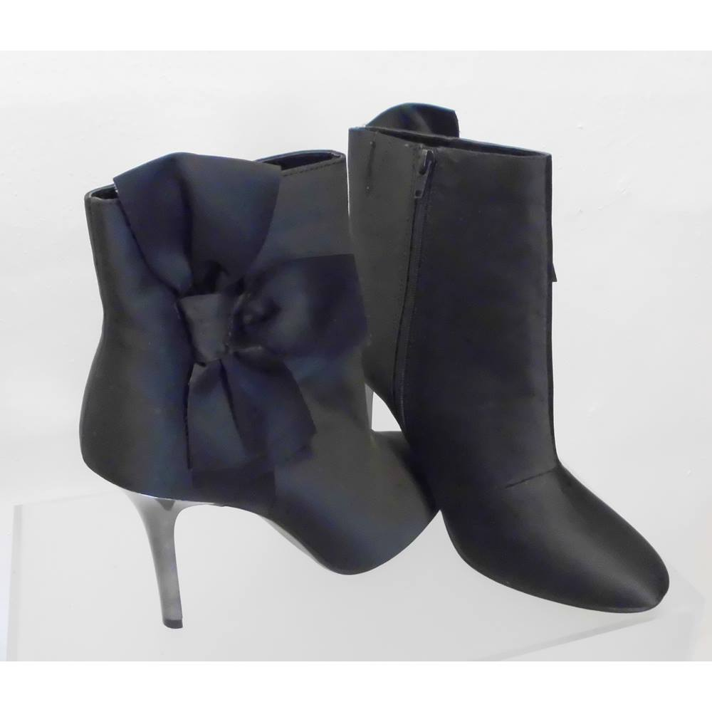 a0549d10af8451 M S Size  8 Black Stiletto Ankle Boots. Loading zoom