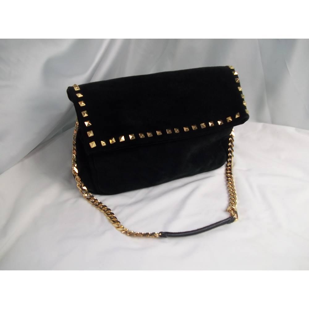 1852ac2f38af2 Zara Black Suede Shoulder Bag with Gold Chain Strap