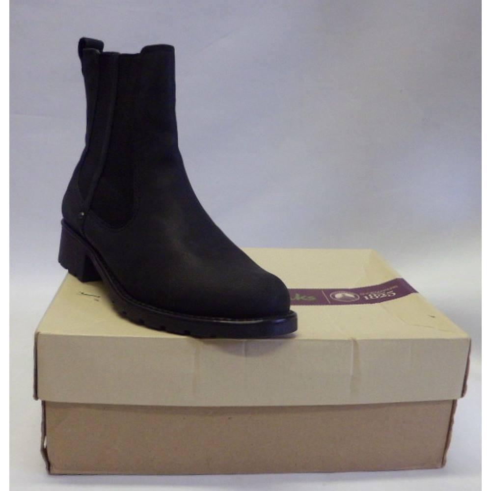 51756f9c26d5 BNWT Clarks Orinoco Club Black Leather Ankle Boots