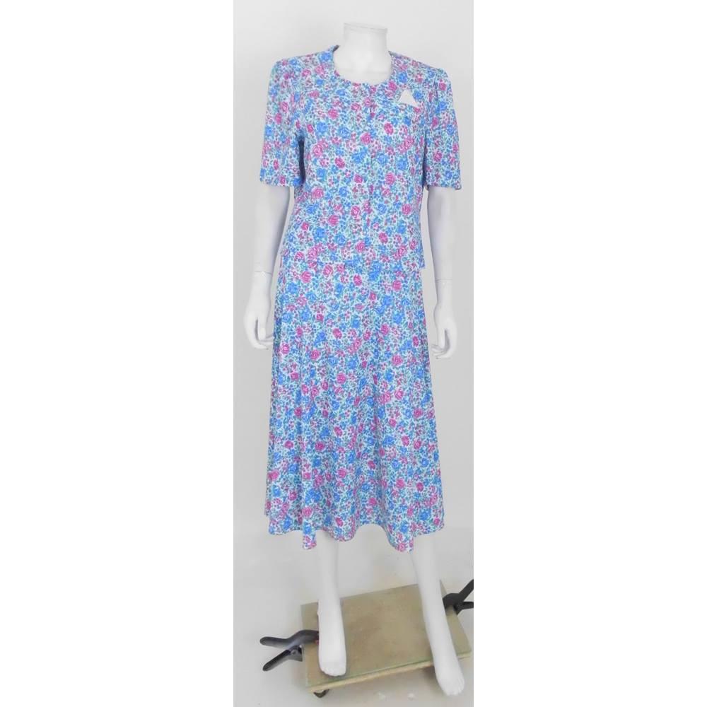 2888307b6c4 Vintage 90 s Debenhams Size 14 Floral Top   Skirt. Loading zoom