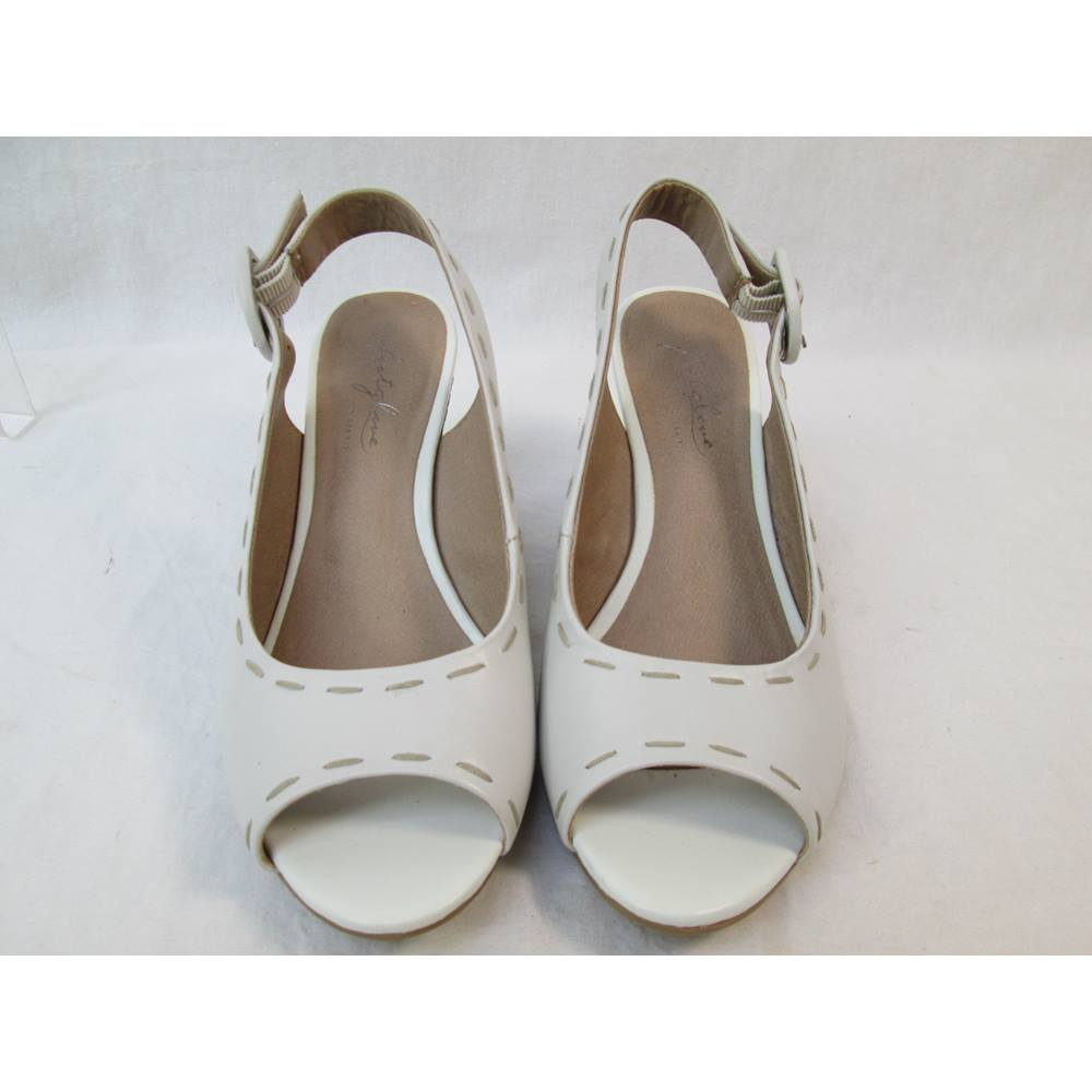 5ce72421dedd M S Footglove Size  3 Wider Fit Cream Slingbacks