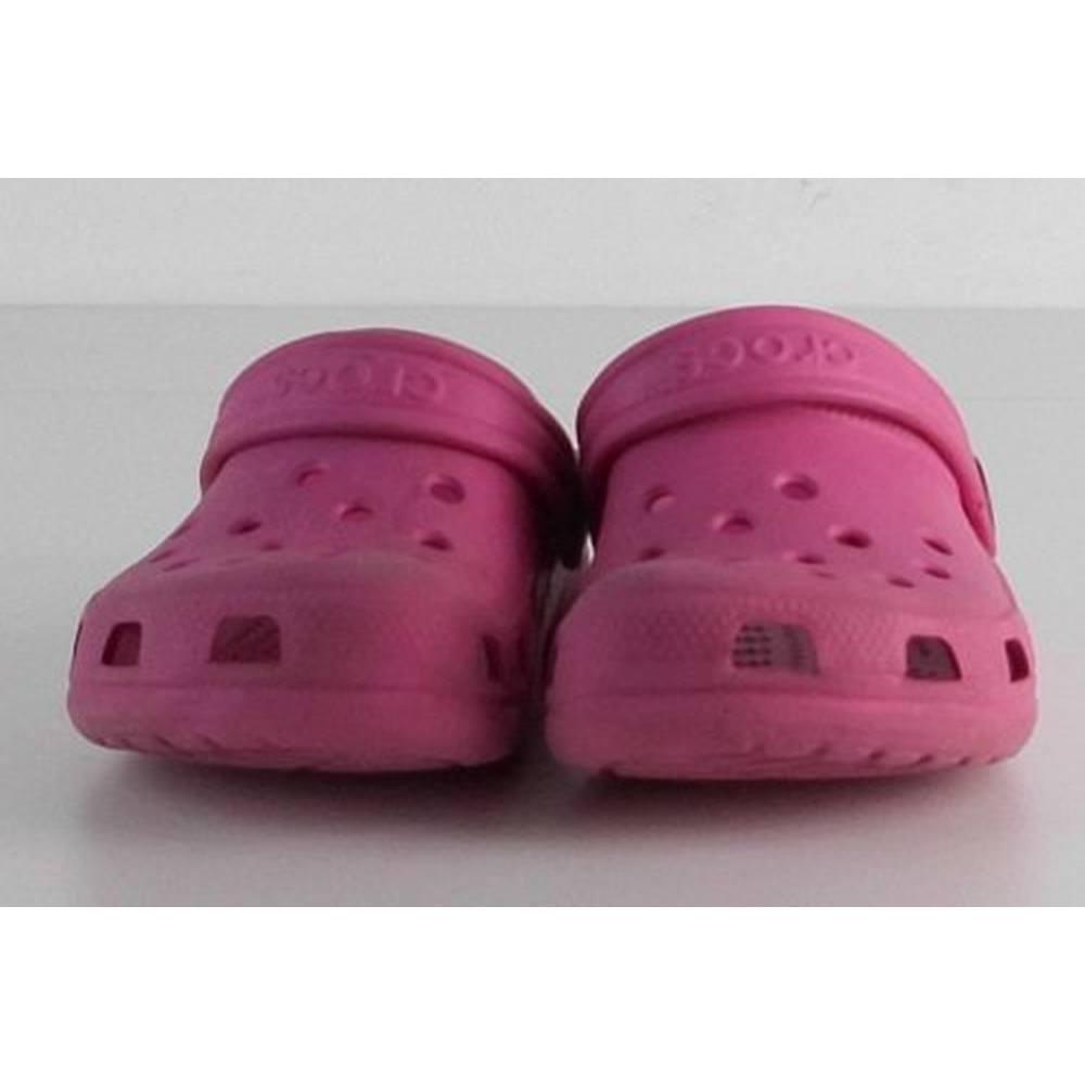 f9ea0d065f03e0 Kids Pink Crocs Size 6   7