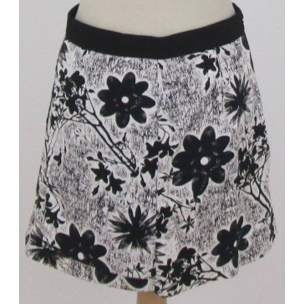 2e2513bdc1 Topshop - Size: 10 - White and Black Floral Mini Skirt | Oxfam GB ...