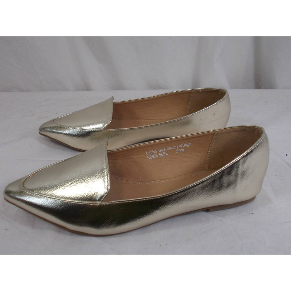 794a70452b2 BNWT JD Williams size 5EEE gold flat shoes