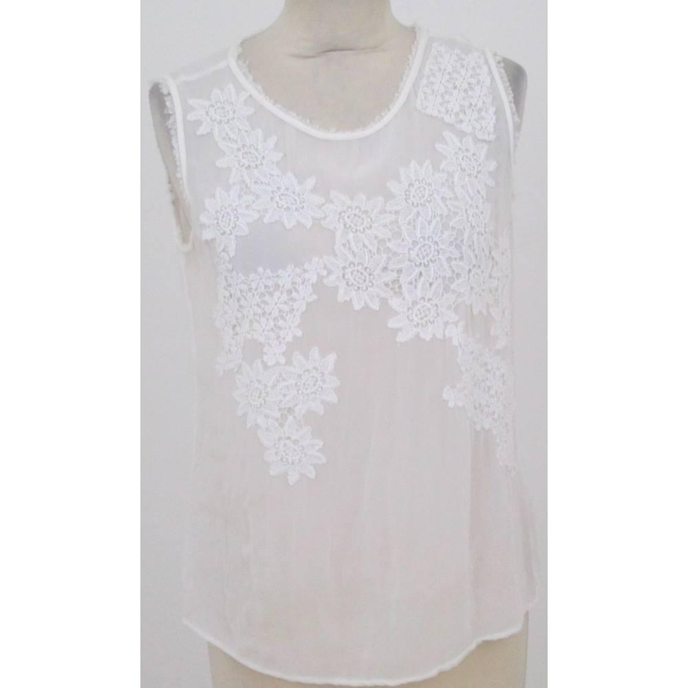 67418e8ce9bd7 Zara - Size  S - White- Lace Top