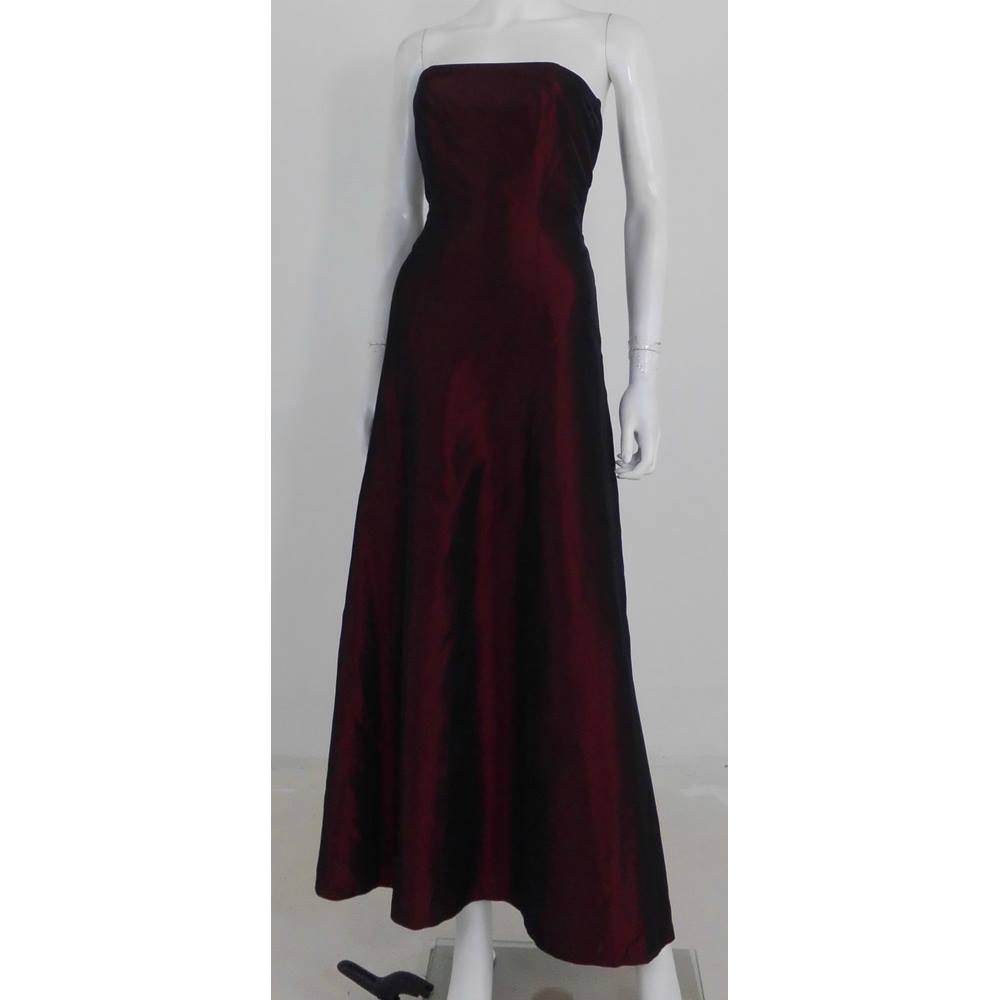 7d933e59b45f Oxfam Online Hub Batley This two-tone red strapless dress from Style, great  for a formal occasion this Xmas. Pair with a statement necklace and your ...
