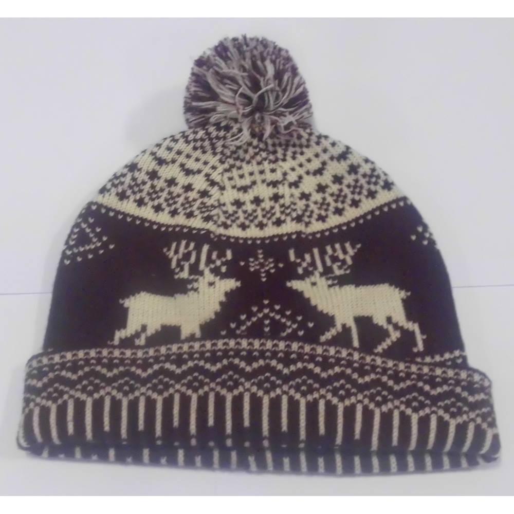 d4cb8e83cb4c1 NWOT Hawkins Burgundy Cream Christmas Pom Pom Hat