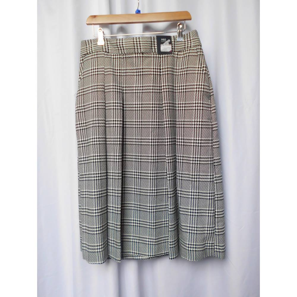 514676fe7 M&S Marks & Spencer - Size: 14 - Black white tartan pleated skirt new with  tags