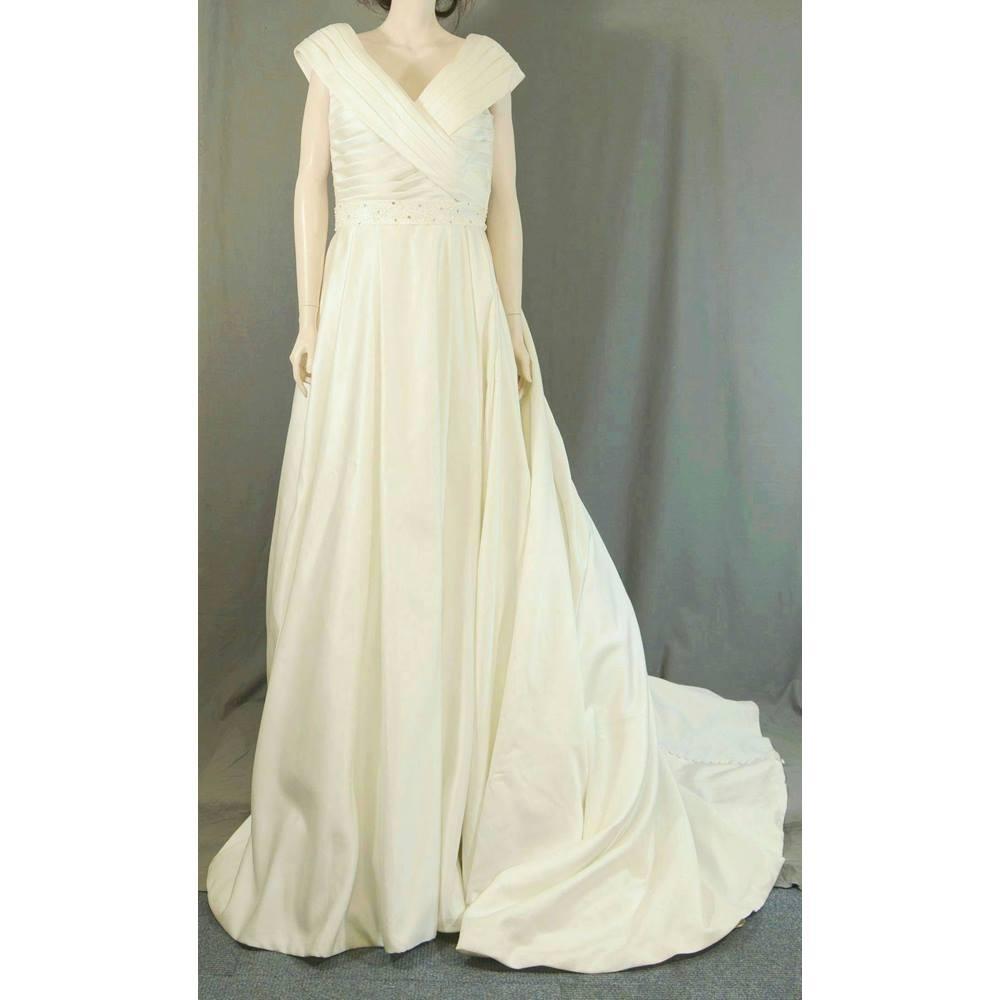 e79081e16a0 ... women s wedding dress for the more modest bride. It has a sailor style  bodice. It is size UK 12 - EUR 40