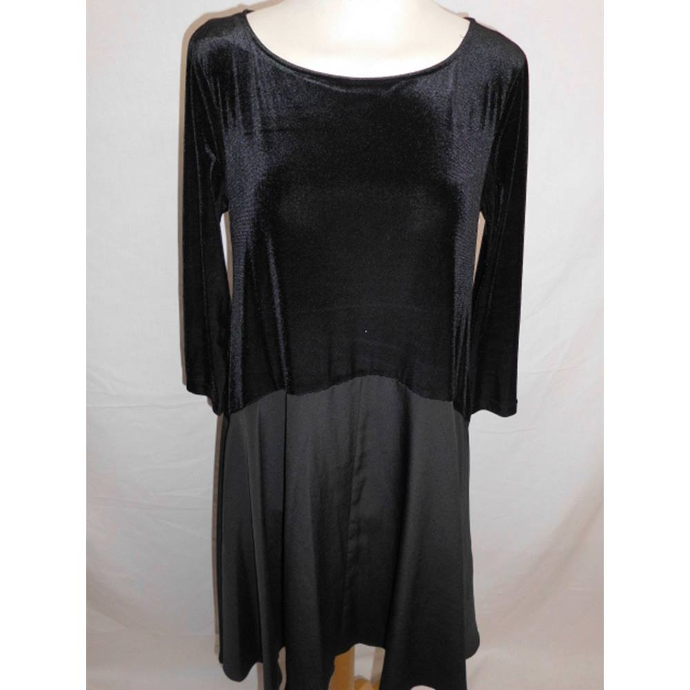 53c32b65092a Phase Eight Black Skater Dress. Size 8. Phase Eight - Size  8 ...