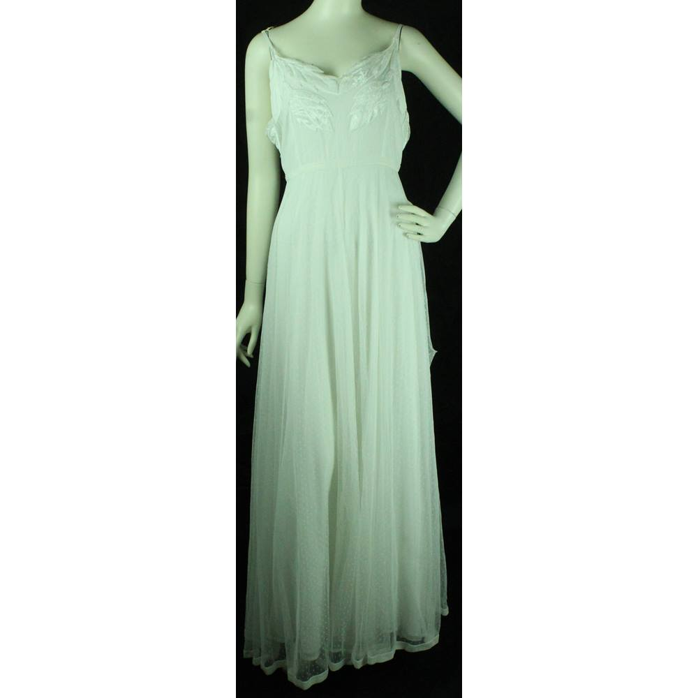 Asos Wedding Dress.Bnwt Asos Size 18 White Full Length Wedding Dress With Net Overlay And Leaf Design Oxfam Gb Oxfam S Online Shop