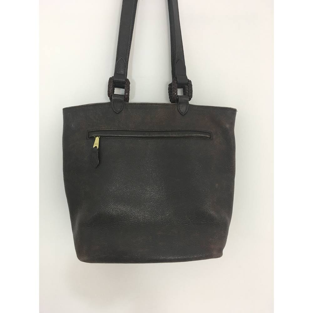99d920316d Mulberry Size  M Chocolate Brown Genuine Leather Handbag. Loading zoom.  Rollover to zoom