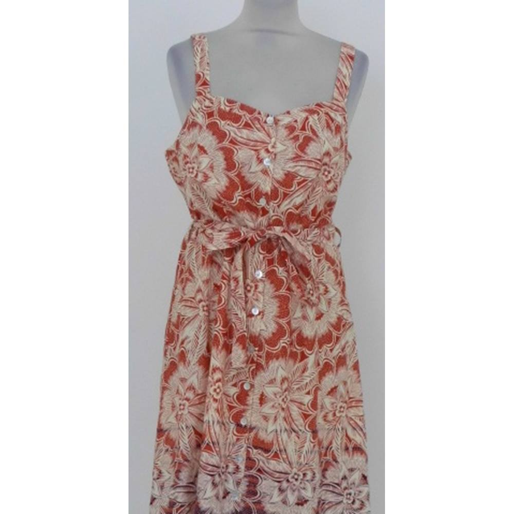 5d78e537941 ... A pretty sun dress from Tu at Sainsburys. This dress is fully lined and  closes up the front with small buttons to a sweetheart neckline.