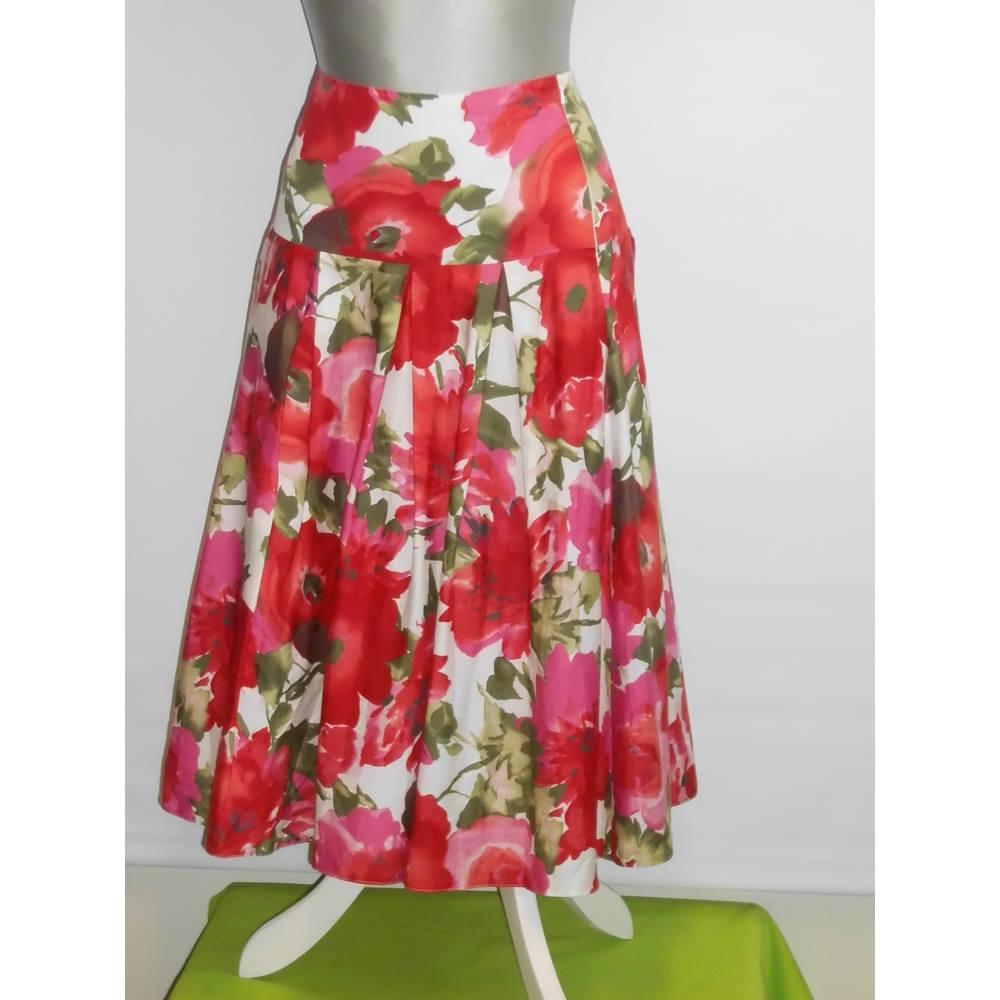 28b382d94 Laura Ashley floral skirt Laura Ashley - Size: 12 - Multi-coloured -  Patterned skirt For Sale in Shrewsbury, London | Preloved