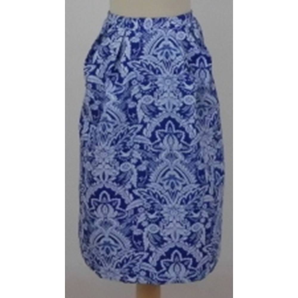 a39e92597 ... patterned blue and white skirt size 16 by Per Una Features : Blue  lining White floral pattern Back zip fastening Little pleats on the front  Strict band.