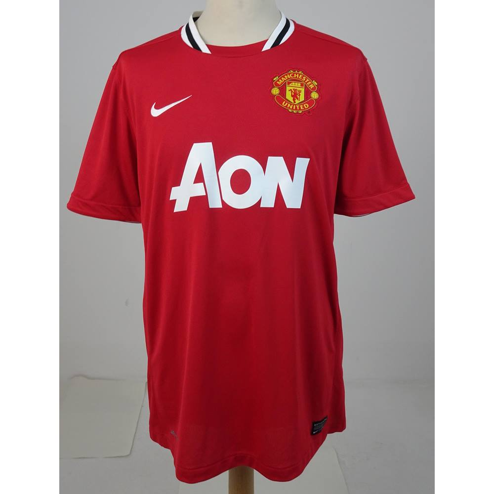 official photos 93890 50dd1 Authentic Nike Size L Polyester Manchester United Shirt | Oxfam GB |  Oxfam's Online Shop