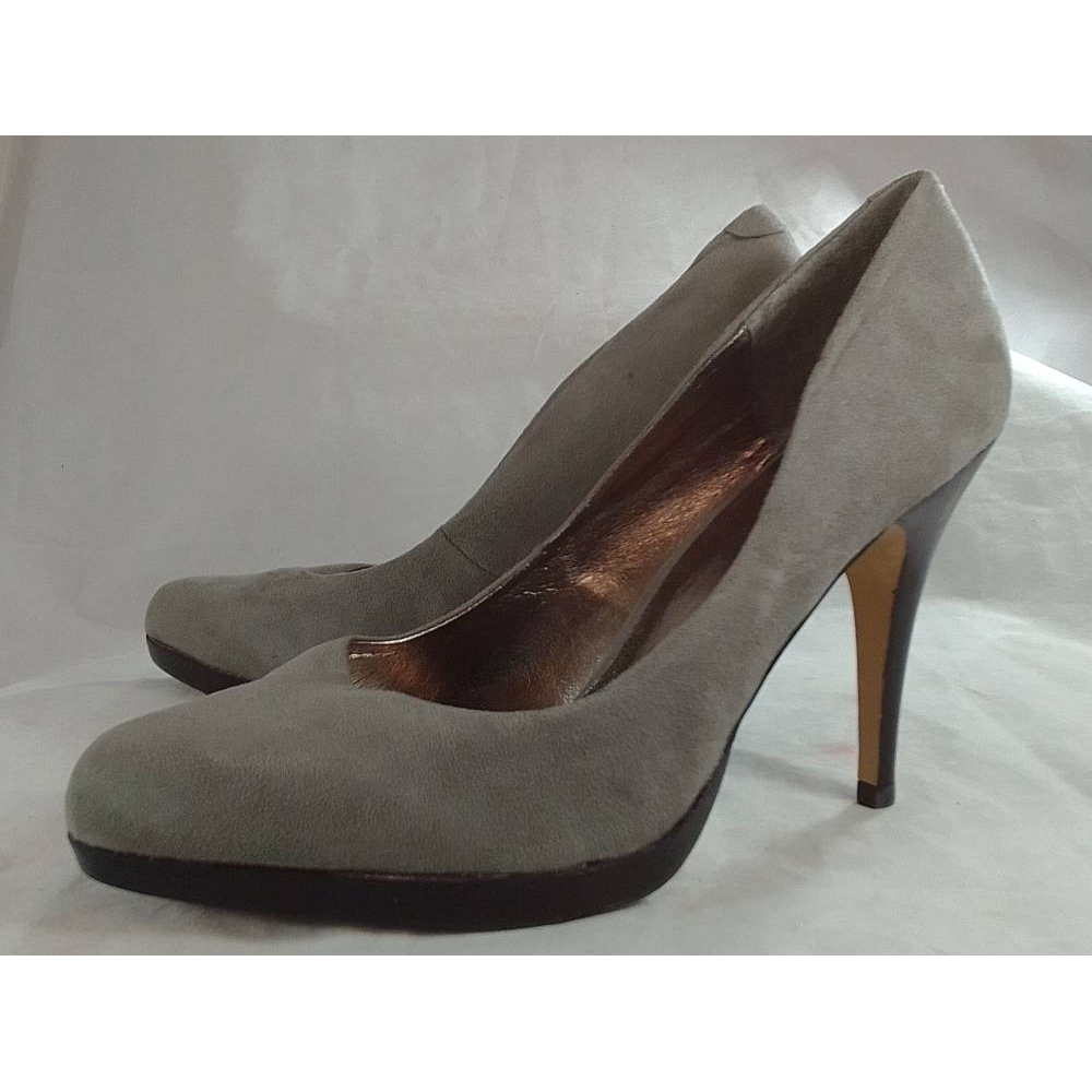 Preview of the first image of La Strada Heels Grey Size: 8.