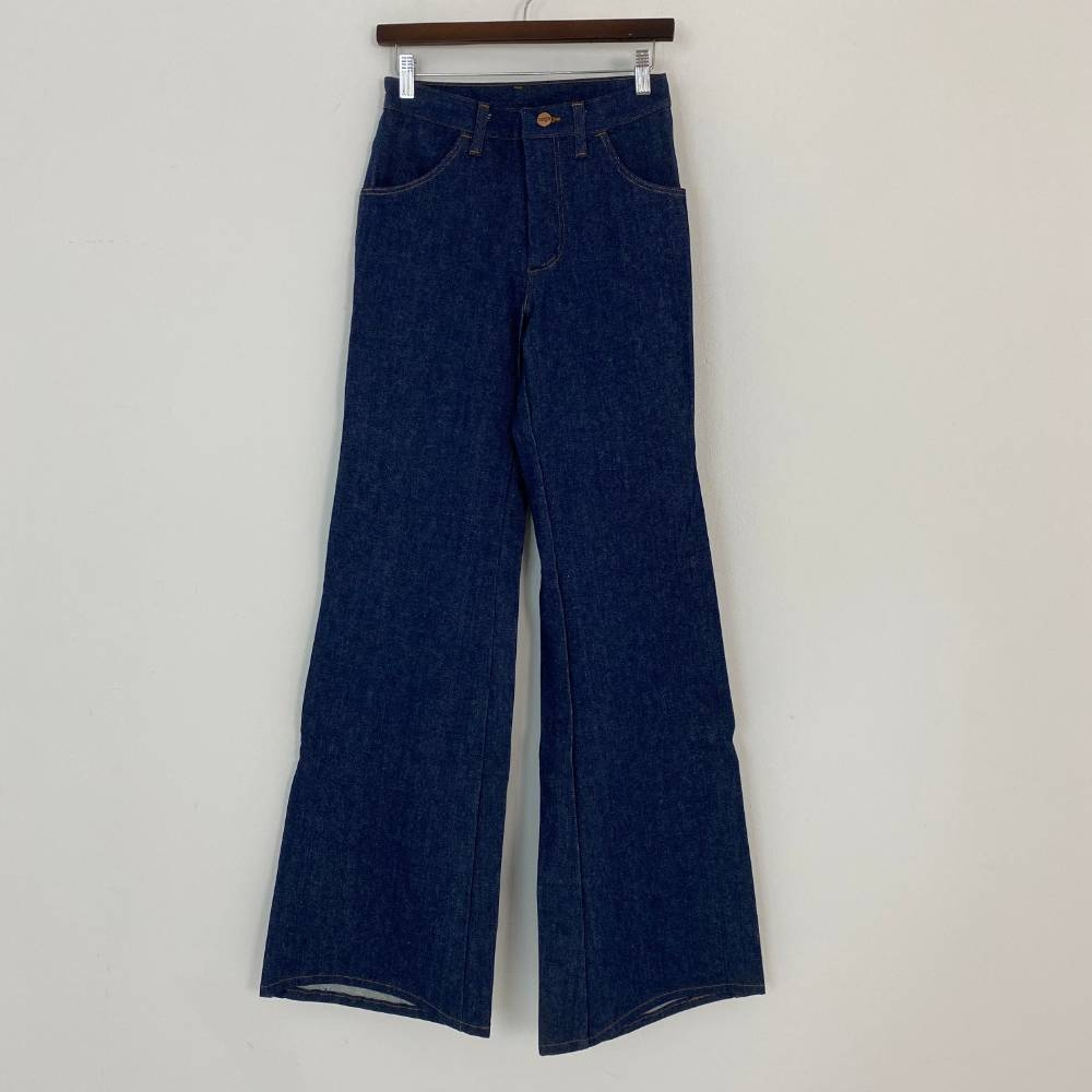 """Preview of the first image of Wrangler Deadstock Flares W28 L34 Blue Size: 27""""."""