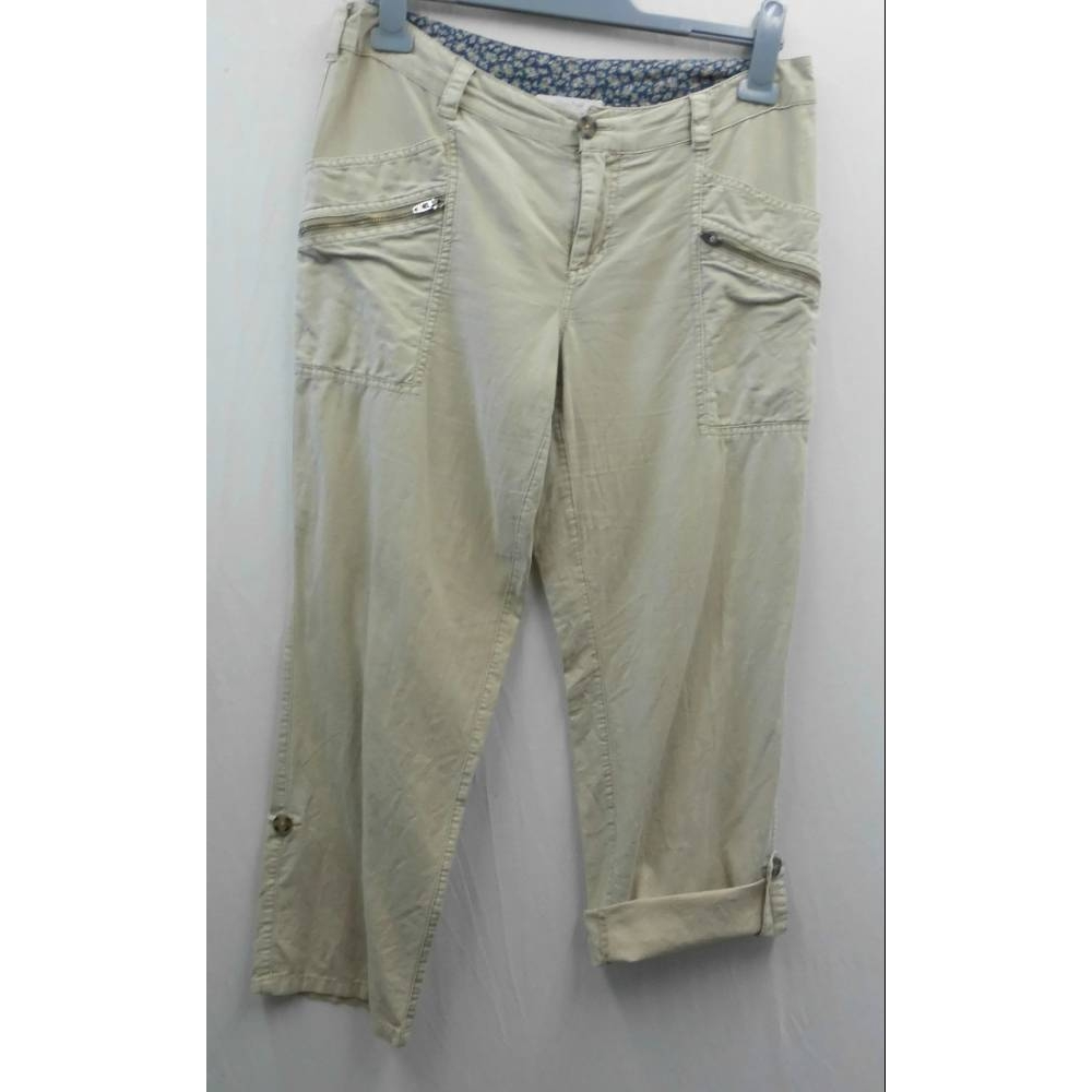 Preview of the first image of White Stuff cropped jeans beige Size: S.
