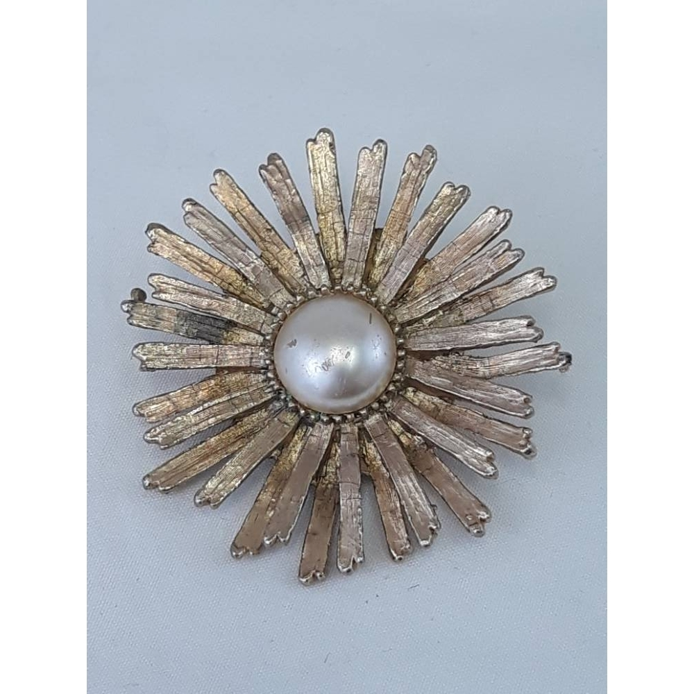 Preview of the first image of Vintage sunburst brooch.