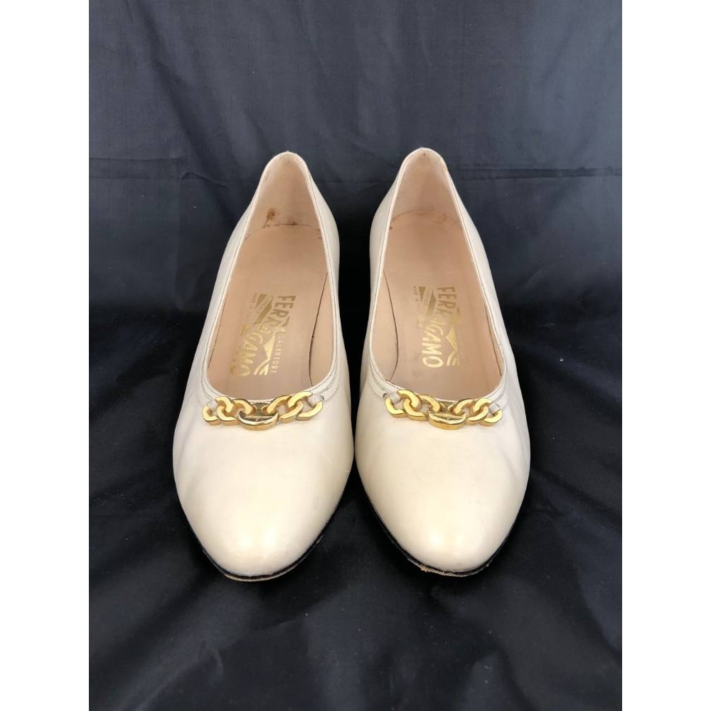 Preview of the first image of Salvatore Ferragamo Kitten Heeled Shoes  Cream Size: 8.5.