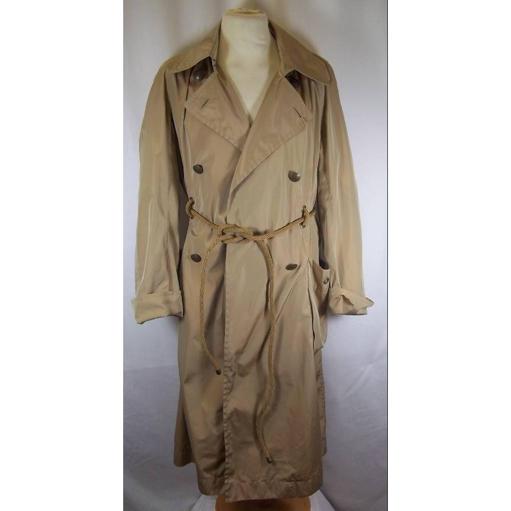 Preview of the first image of Yves Saint Laurent trench coat beige Size: M.