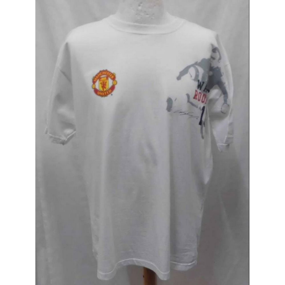 Preview of the first image of Manchester United Official Wayne Rooney T-Shirt White Size: L.