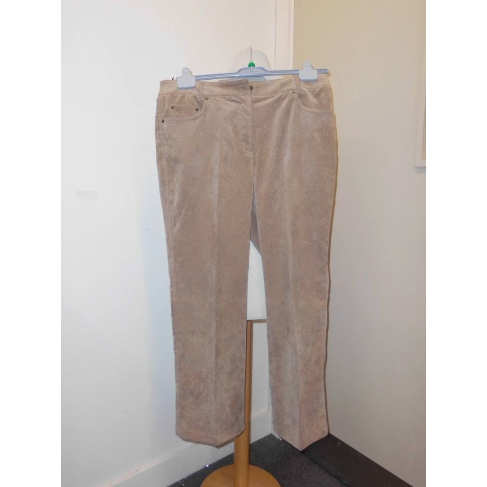 """Preview of the first image of Viyella Cord trousers Brown Size: 34""""."""
