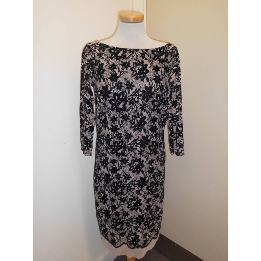 Preview of the first image of La Redoute dress black and cream Size: 10.