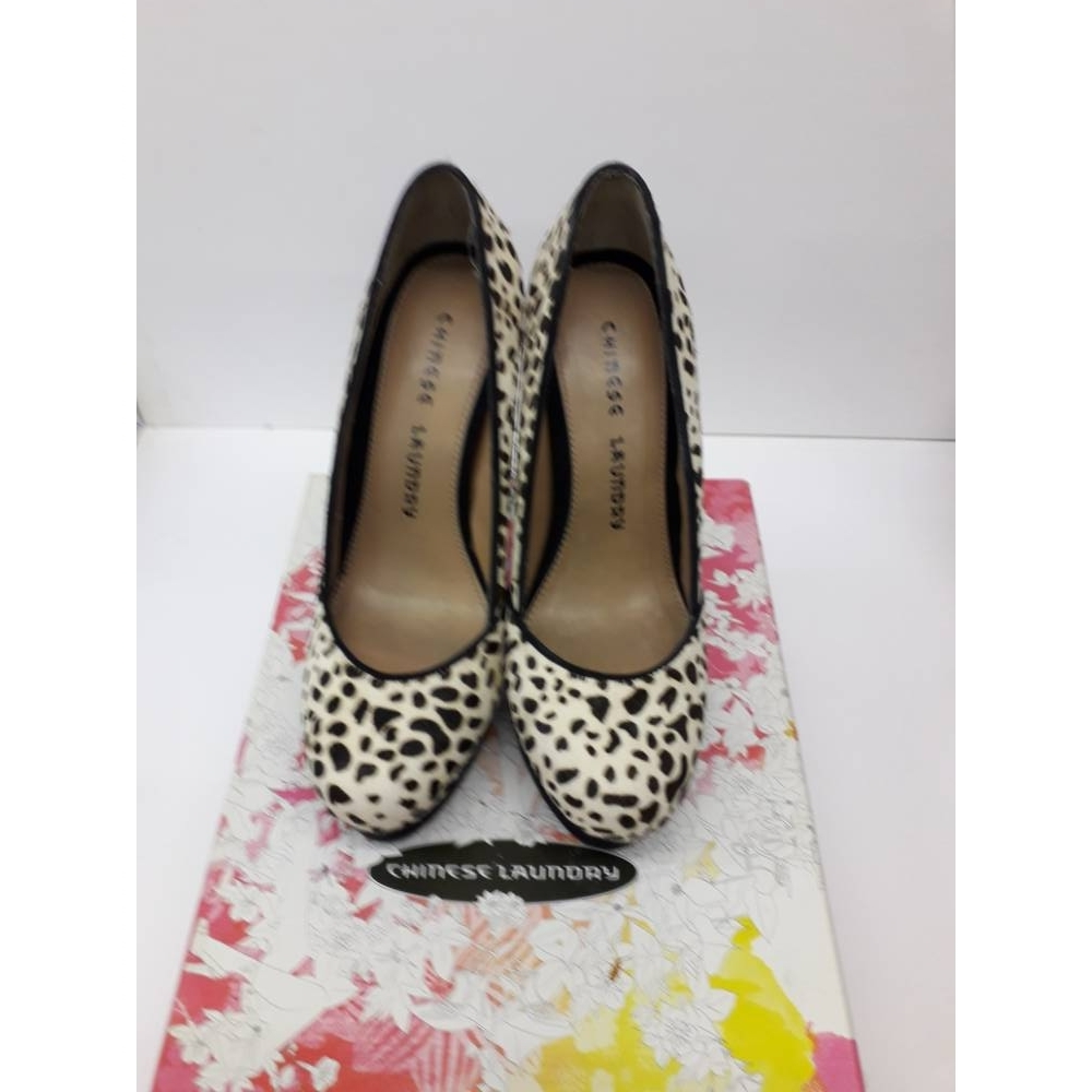 Preview of the first image of Chinese Laundry Stiletto Leopard print Size: 6.