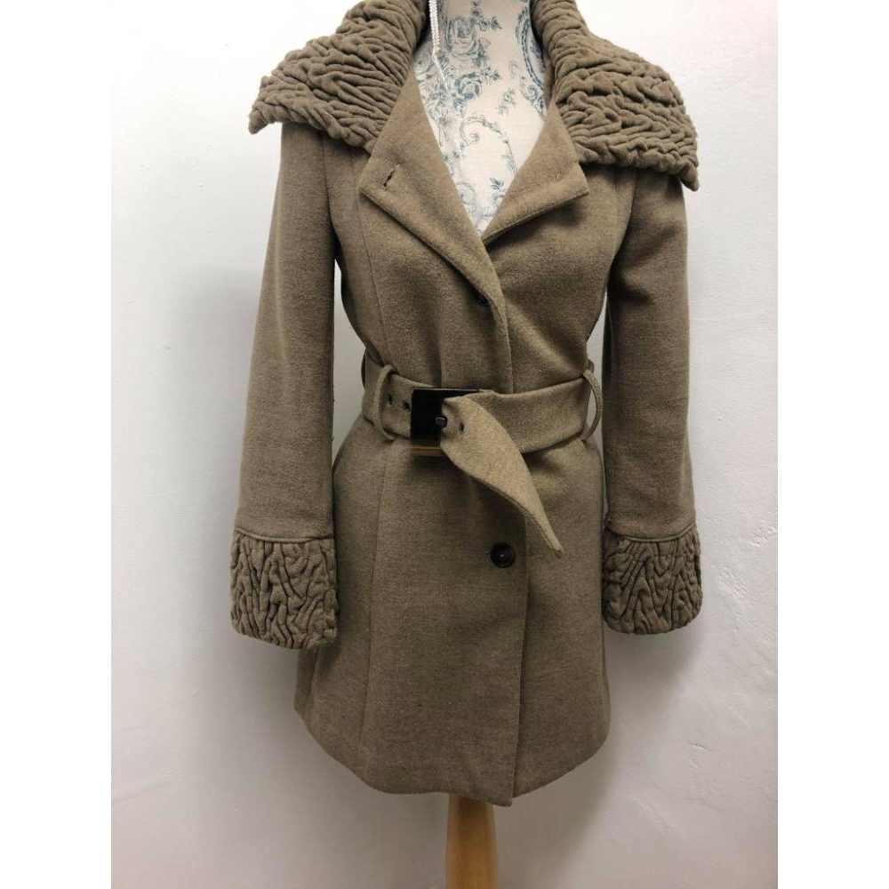Preview of the first image of zara coat beige Size: 8.