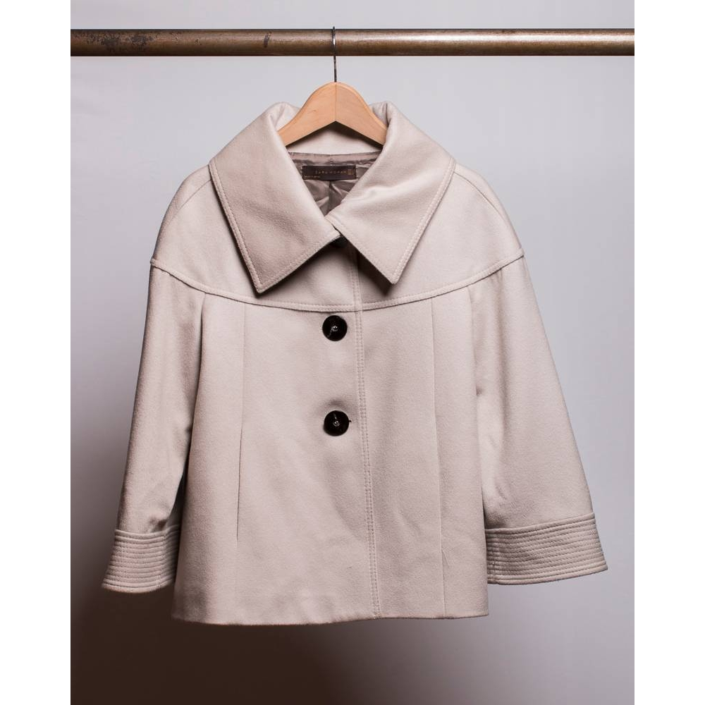 Preview of the first image of Zara waist-length wide-sleeved coat Cream Size: L.